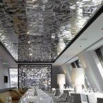 Зеркальный потолок с рисунком