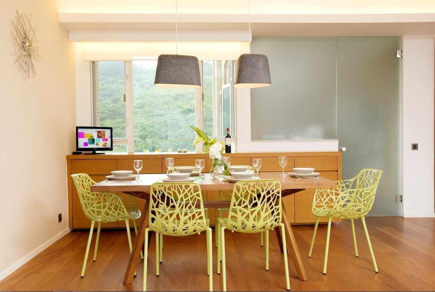 Стол в обеденной зоне