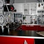 Красно-серебристая кухонная мебель