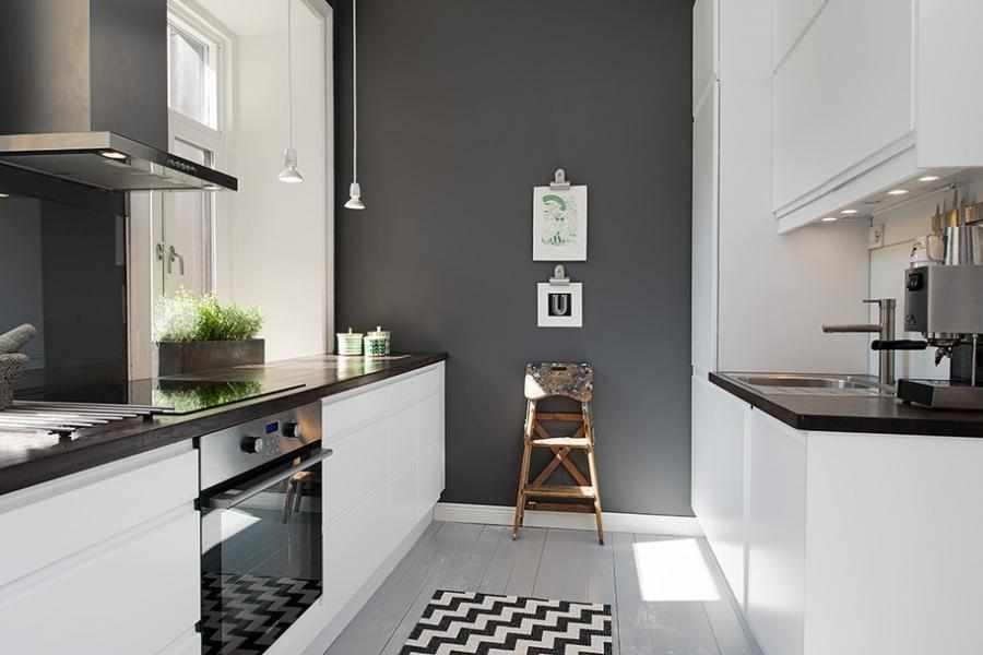 Серые обои в интерьере кухни