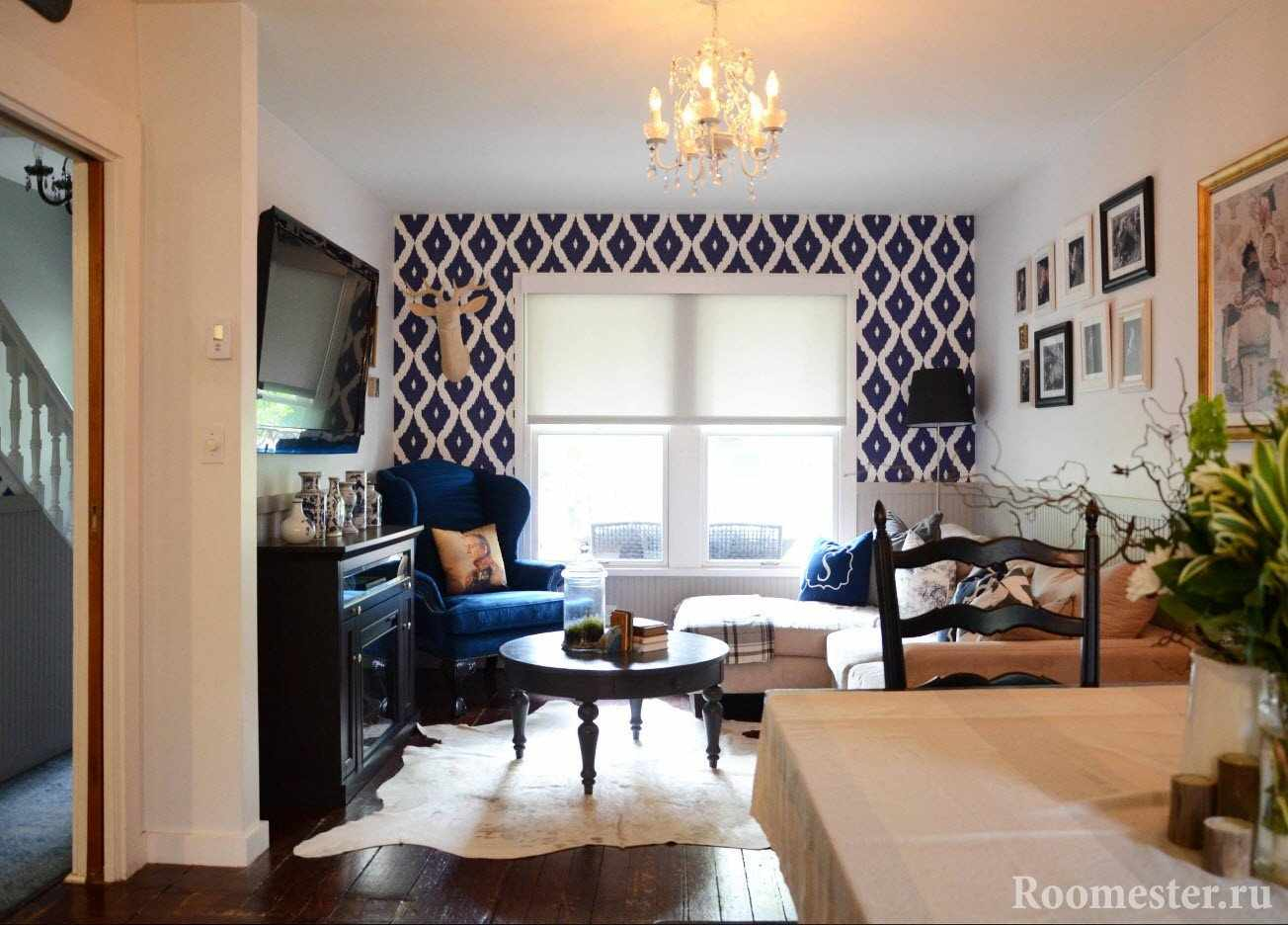 Маленькая гостиная комната с угловым диваном