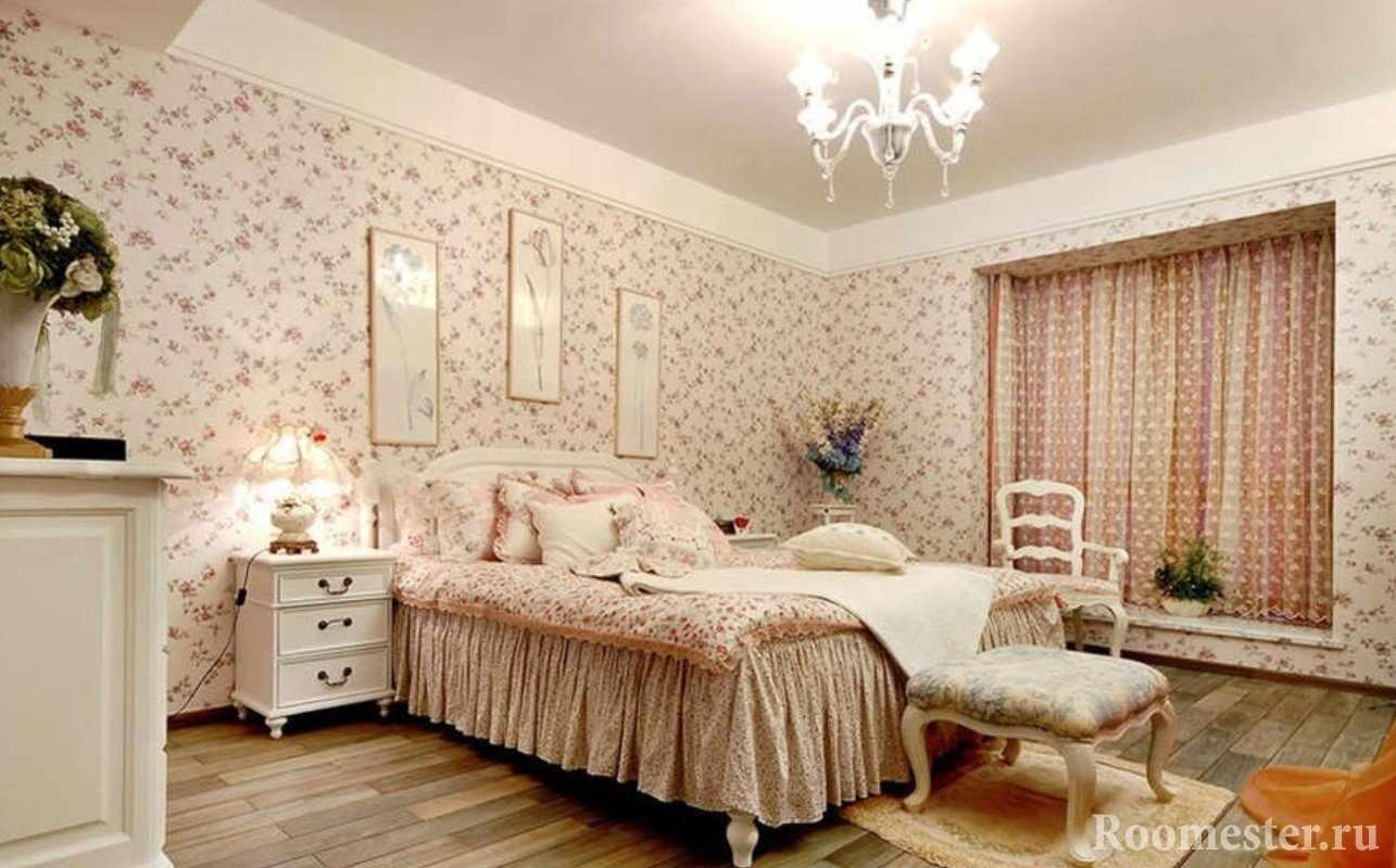 Спальня в стиле прованс с обоями