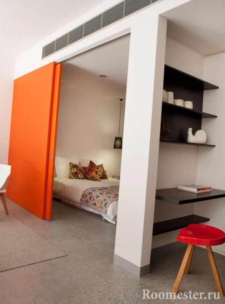 Ниши в однокомнатной квартире под спальное место и рабочее