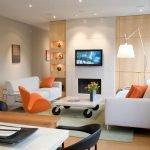 Оранжевый и белый в дизайне зала
