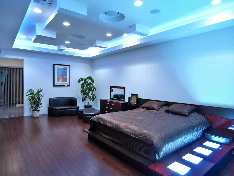 Оформление потолка в спальне в стиле модерн