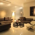 Коричневая мягкая мебель в гостиной