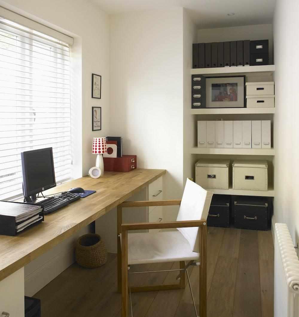 Подоконник в качестве письменного стола