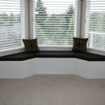 Коричневый подоконник-диван