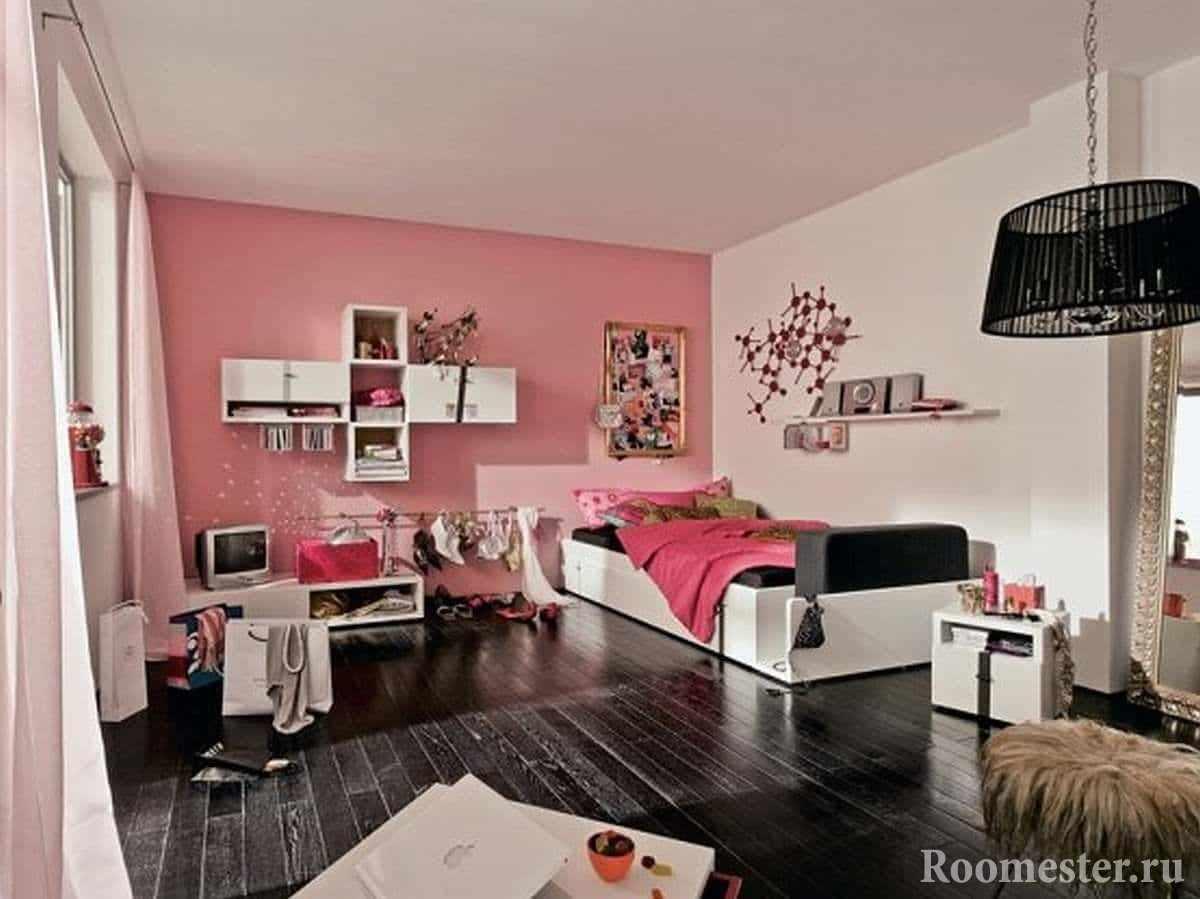 В этом дизайне комнаты девочки-подростка есть все для жизни: и место для вещей и рабочий столик