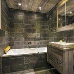 Плитка под камень в интерьере ванной