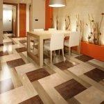 Ламинат и плитка на полу столовой