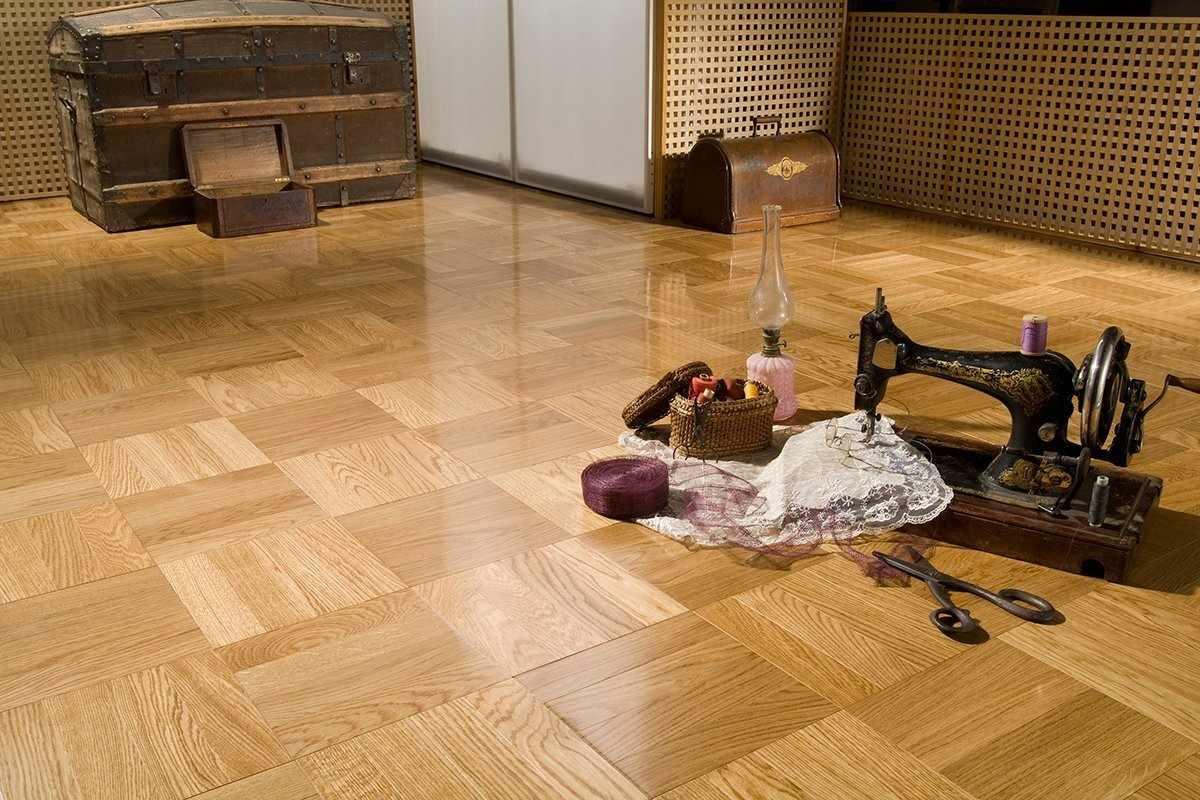 Швейная машинка на полу