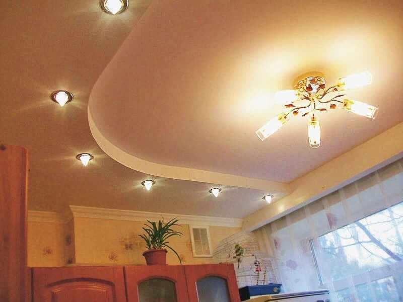Освещение на кухне с потолком из гипсокартона