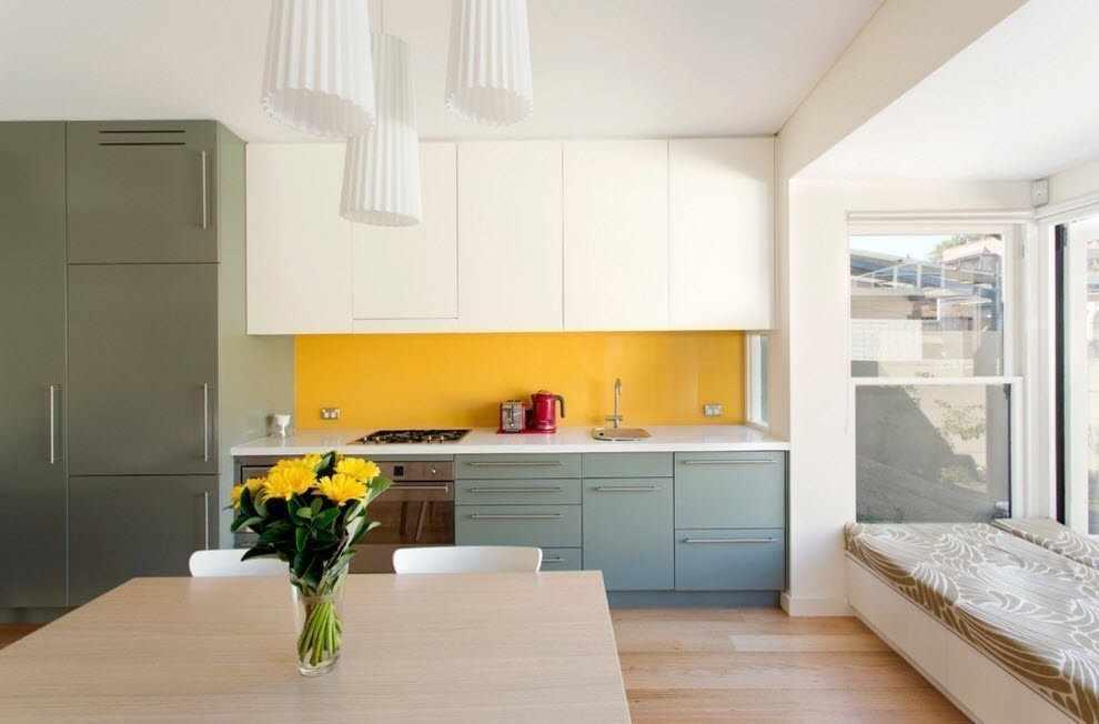 Беленный потолок на кухне