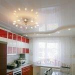 Кухонная мебель с красным фасадом