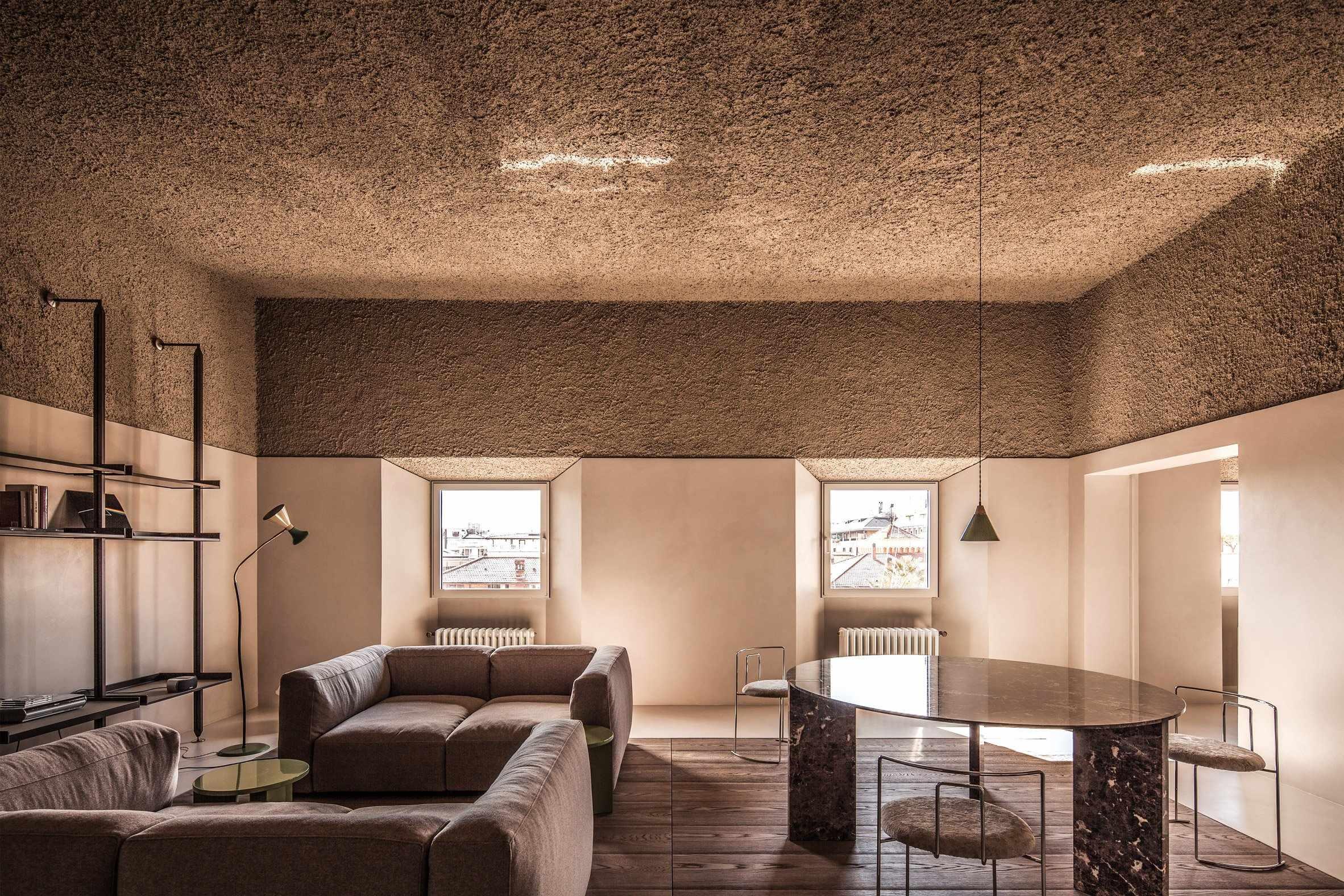 Коричневый потолок в интерьере