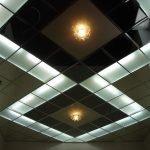 Черно-белый кассетный потолок с подсветкой