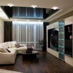 Черный потолок в светлом интерьере