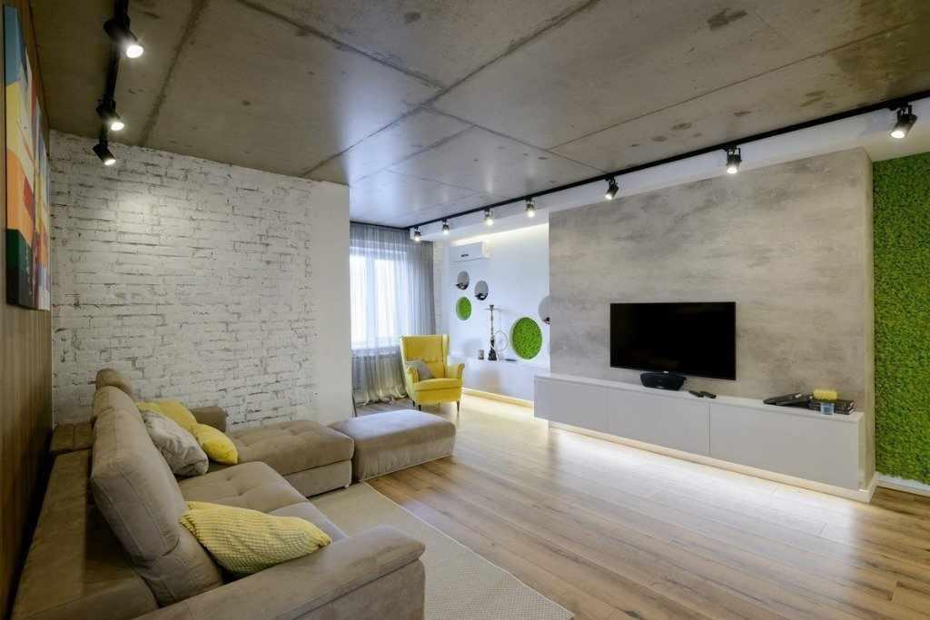 Бетонный потолок в интерьере зала