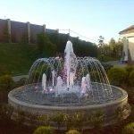 Клумба с фонтаном