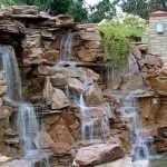 Гора из дикого камня с водопадом