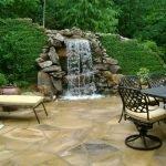 Зона отдыха с водопадом