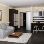 Дизайн квартиры-студии с темным полом и светлыми стенами