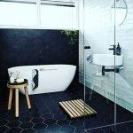 Табурет возле ванной