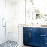 Синий в интерьере ванной