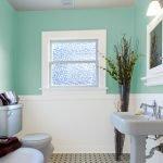 Белая сантехника в дизайне ванной