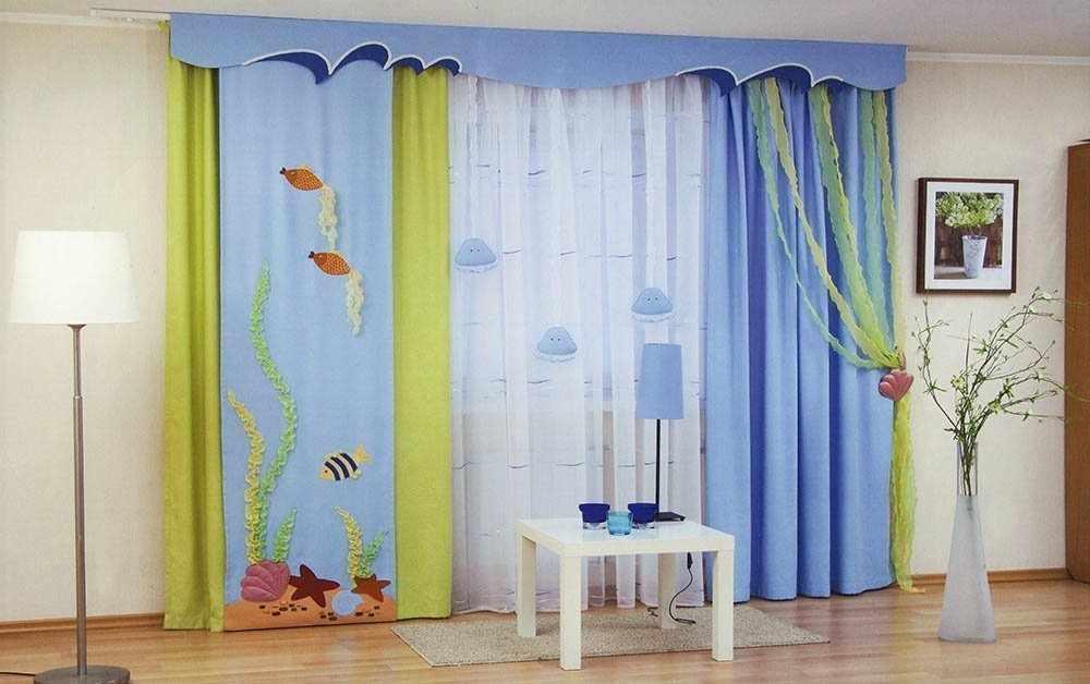 Голубые шторы в детской