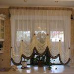 Французские шторы в интерьере кухни