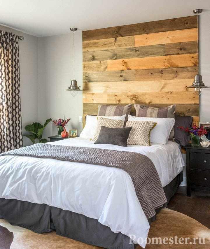 Деревянное изголовье кровати