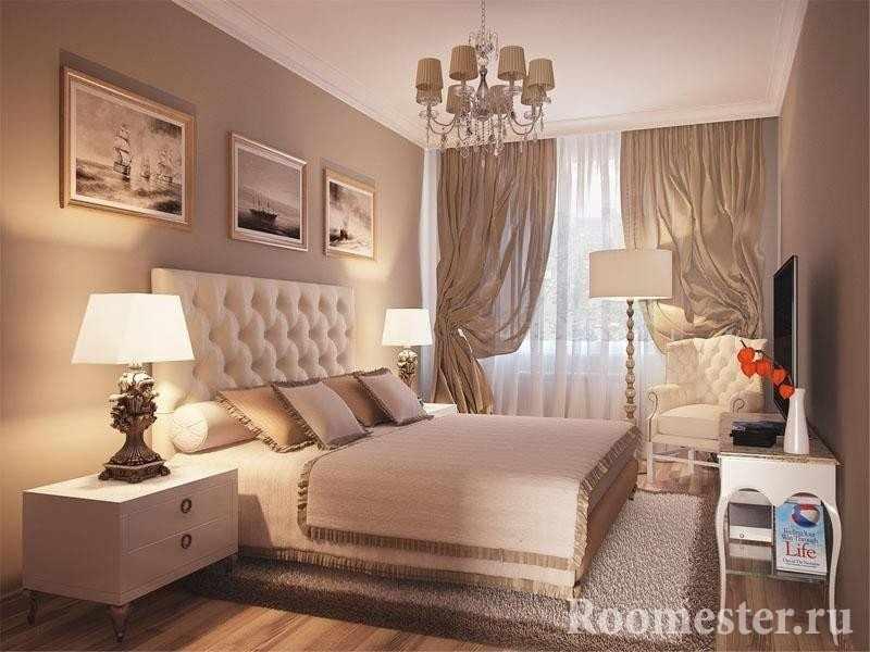 Торшеры и картины в спальне