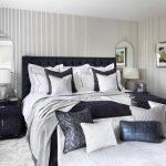Черно-белый декор спальни