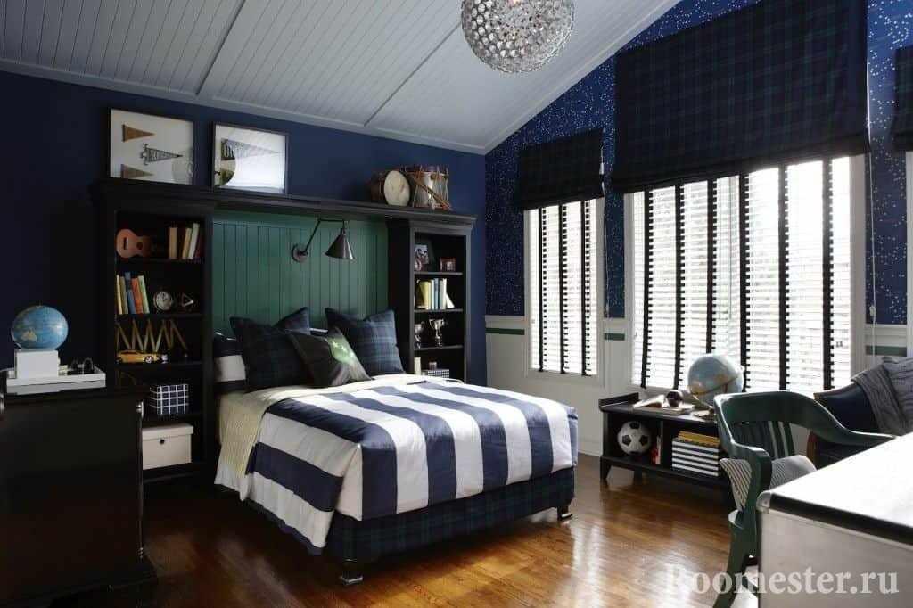 Большая спальня для мальчика в синих тонах