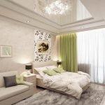 Многоуровневый потолок в спальне-гостиной