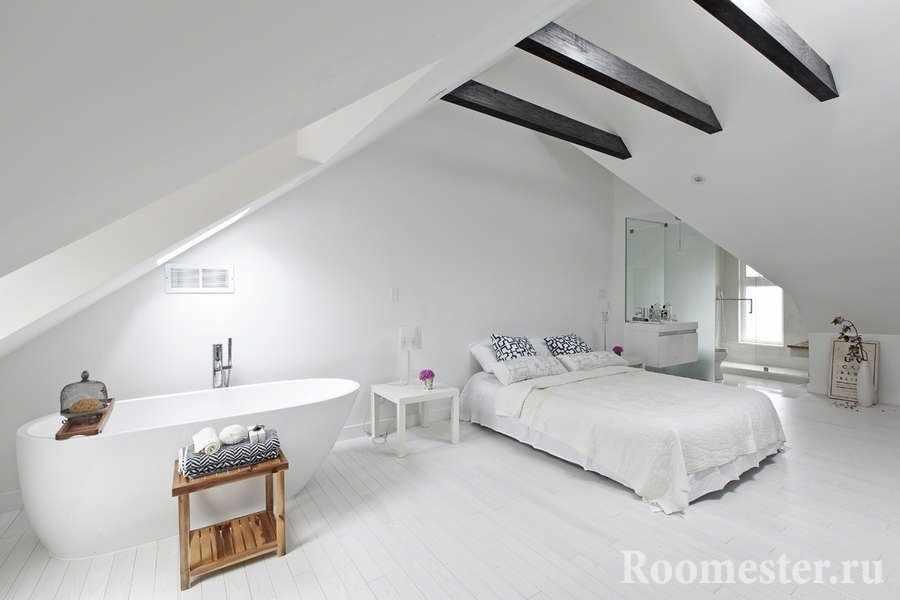 Открытая планировка спальни и ванной комнаты