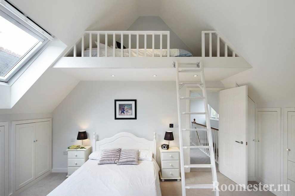 Кровать-чердак под крышей