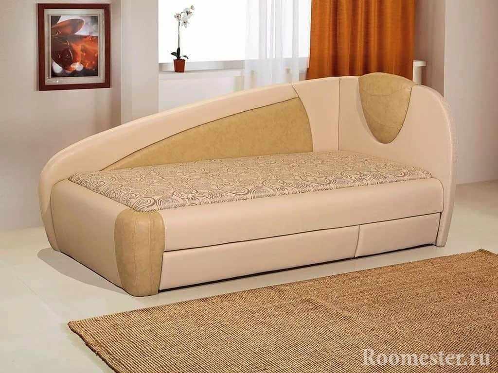Диван-кровать в светлой коже