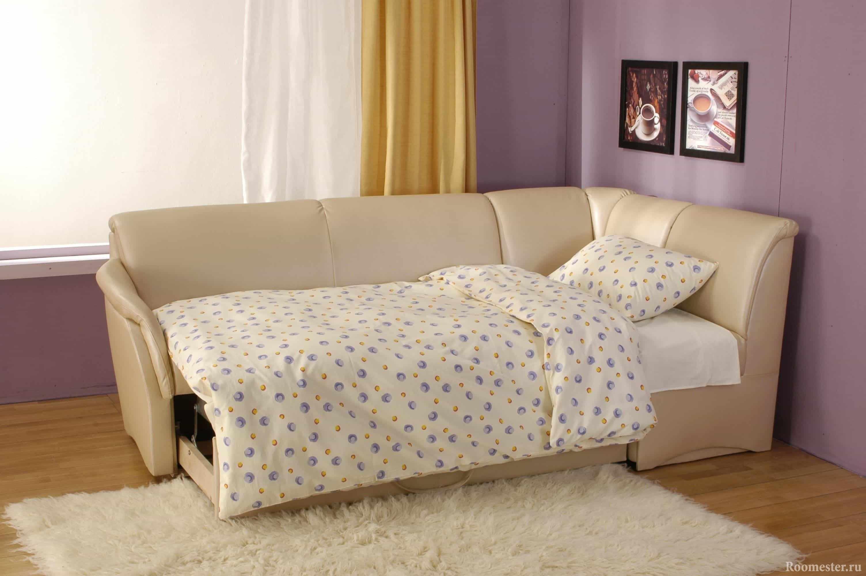 Угловой раскладной диван в спальне