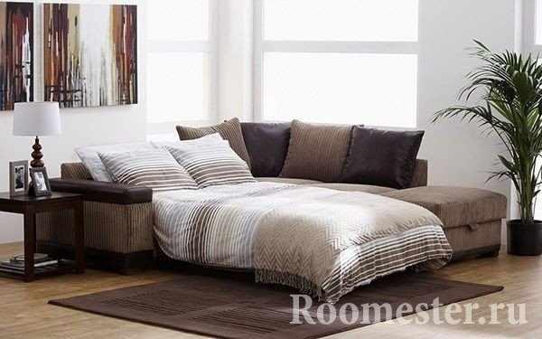 Раскладной диван с местом для хранения белья и прикроватной тумбой