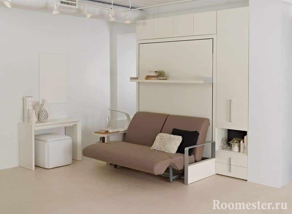 Трансформирующий диван-кровать в шкафу для маленькой комнаты
