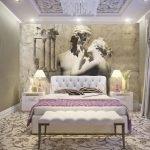 Белая кровать с розовым покрывалом