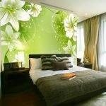 Светло-зеленые фотообои на стене в спальне