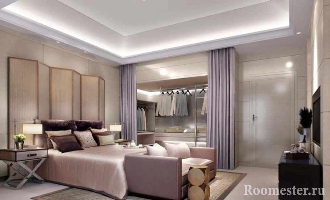 Гардеробная комната в спальне отделенная шторой