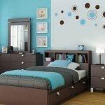 Деревянная мебель в спальне