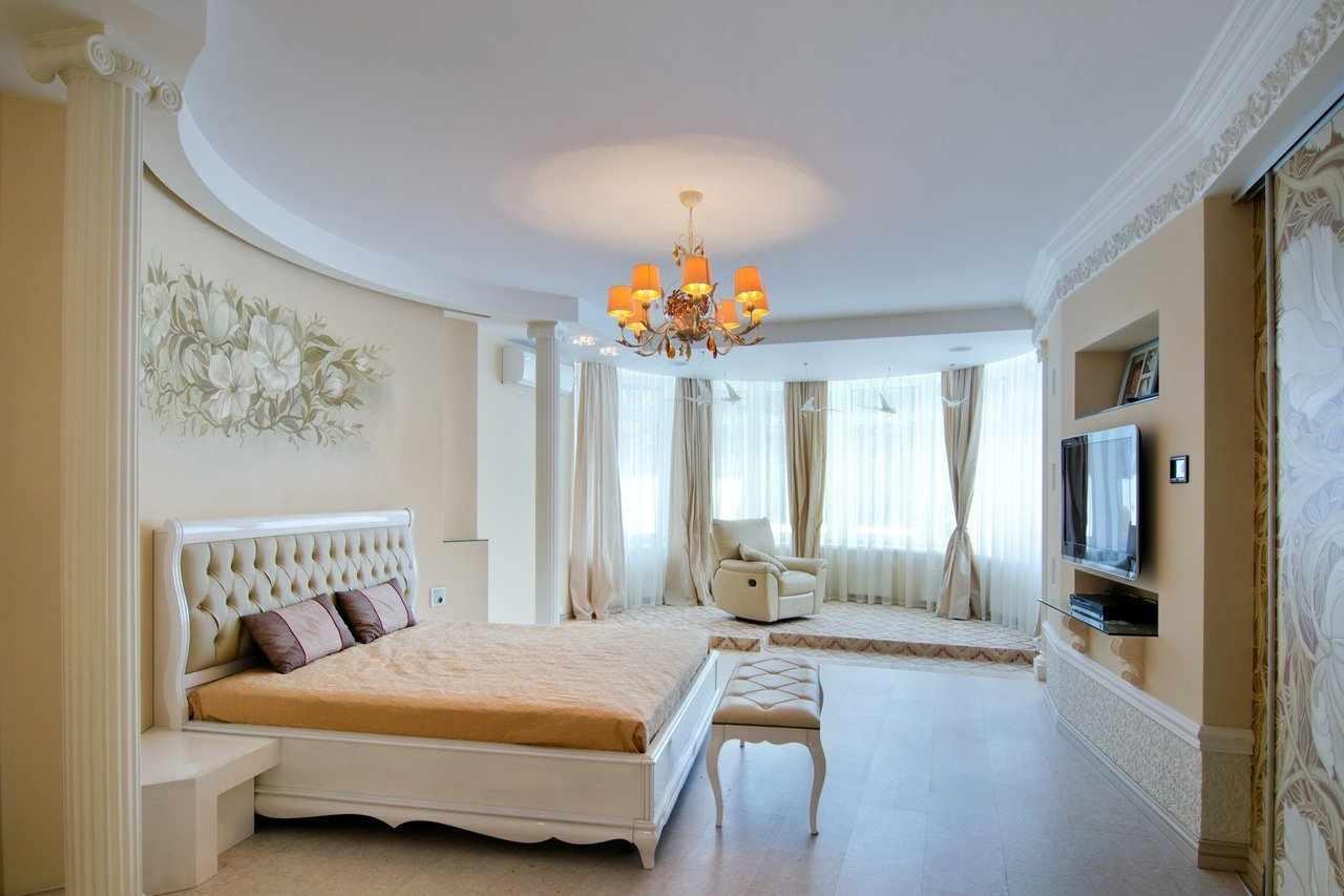 Спальня в классическом стиле в частном доме