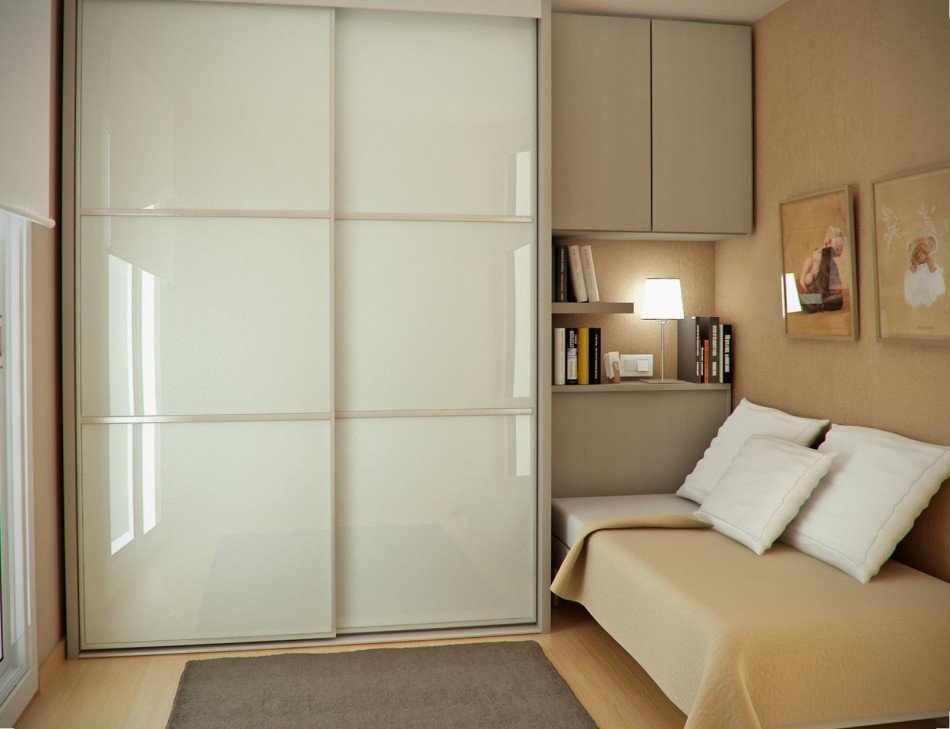Шкаф с полка в интерьере спальни в хрущевке
