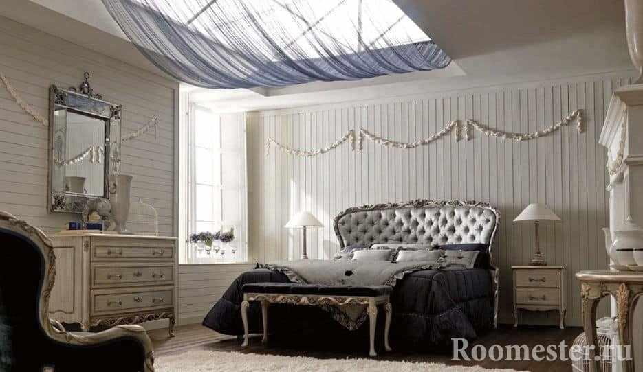Белое с темным хорошо смотрится в дизайне спальни в классическом стиле